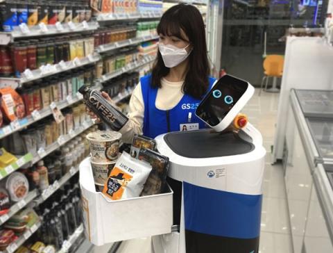 실생활로 파고드는 'LG표' 로봇…비대면 서비스시대 '성큼'