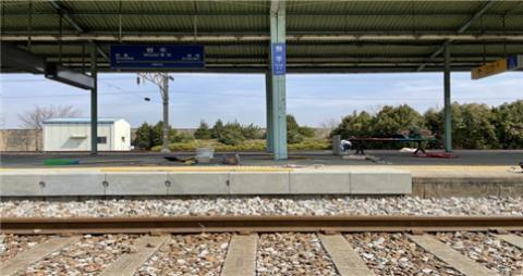 국가철도공단, 철도역에 최적화된 'ㄱ자형' 승강장 마감재 개발